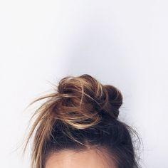Hair Styles 2018 Messy Bun Discovred by : Byrdie Beauty My Hairstyle, Messy Hairstyles, Pretty Hairstyles, Summer Hairstyles, Twisted Hair, Good Hair Day, Bad Hair, Hair Dos, Hair Inspiration