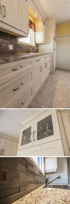 champetre et classique a la fois cette piece est composee d armoires de cuisine