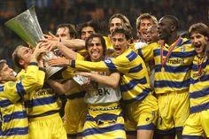 Ufficiale: il Parma Calcio 1913 ha acquistato le Coppe del Parma Fc - http://www.maidirecalcio.com/2015/10/12/ufficiale-il-parma-calcio-1913-ha-acquistato-le-coppe-del-parma-fc.html