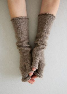 Stockinette Hand Warmers | Purl Soho free pattern