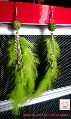 #boucles d'#oreilles #plume #longue #chaîne #argenté #vert #green #verde #clé #coeur #heart #boule #perle #été #couleur #clair #facebook #bijoux #faitmain #artisanal https://www.ungrandmarche.fr/boutique/coeur-de-fraise