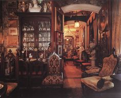 Gothic Revival done gorgeously... exquisite details everywhere!  (Lee B Anderson's New York home.)  ~Splendor