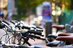 Turismo sobre dos ruedas. Las alquila una pequeña empresa para que la gente pueda recorrer el Madrid de los Austrias de una manera diferente.