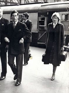 May 08, 1981: Prince Charles and Lady Diana Spencer return to London from their Scotland holiday at Balmoral. Lady Diana carrying some of her luggage.