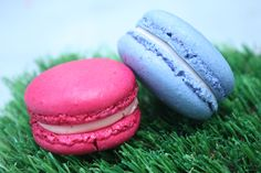 Don't worry if some of your macarons turn out to be a little clumsy. We understand that mistakes can happen and, let's be honest, it's what's on the inside ...