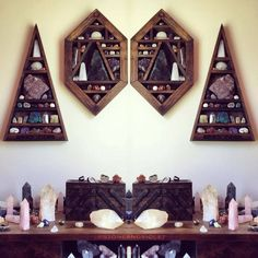 meditation room with crystals decor. Wiccan Decor, Witchy Room Ideas, Witchy Gifts meditation room with crystals decor. Rock Bedroom, Wooden Bedroom, Crystal Shelves, Glass Shelves, Display Shelves, Wall Shelves, Zen Room, Child's Room, Crystal Decor
