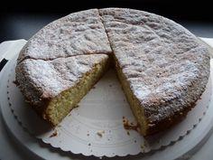 Dieser wunderbar einfache und schnell gemachte Kuchen ist saftig und locker und vollkommen ohne Mehl gebacken. Ideal also auch bei Glutenunverträglichkeit. In 60 Minuten fertig incl. Vorbereitung und Backen.  Du kannst die Galerie mi