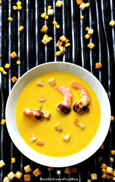 Crema de maíz dulce con langostinos, anchoas y picatostes