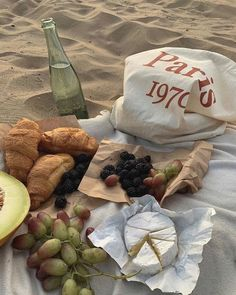 Cute Food, Good Food, Yummy Food, Comida Picnic, Picnic Date, Beach Picnic, Think Food, Aesthetic Food, Aesthetic Outfit