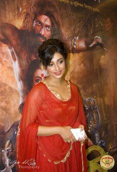 New Kolkata Bengali Movie Arundhati is the story of re-incarnation and the courage and valor of a warrior Queen that stars Koel Mallick as Rani Arundhati and Indraneil Sengupta as Kalrudra. : http://sholoanabangaliana.in/blog/2014/06/01/new-kolkata-bengali-movie-arundhati-movie-review-poster-trailer-premiere-pics/#ixzz349oqNRU4