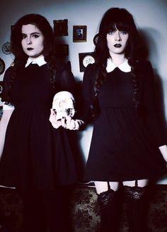Dvojčata, podivná, všichni z vesnice se jich boji,