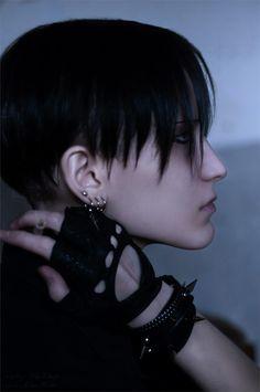 Levi from Attack on Titan dressed like a goth- Rei Takagi 利威尔 Cosplay Photo