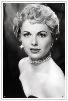 Martha Hyer was an American actress. She is best remembered for her role as Gwen French in Some Came Running, for which she was nominated for the Academy Award for Best Supporting Actress. Wikipedia Died: May Santa Fe, NM 1950s Hairstyles, Vintage Hairstyles, Layered Hairstyles, Elegant Hairstyles, Pretty Hairstyles, Pelo Vintage, Vintage Hollywood, Hollywood Glamour, Classic Beauty