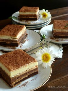 Tarta de galletas, Tres chocolates Yummy Snacks, Delicious Desserts, Yummy Food, Chocolate And Vanilla Cake, Chocolate Blanco, Tapas Restaurant, Dessert Shots, Decadent Cakes, Cheesecake