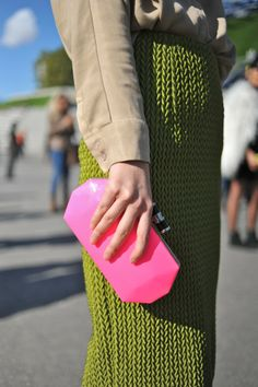 Paris Fashion Week #StreetStyle #Fashion #PFW #ParisFashionWeek #Bags #Clutch