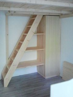 Kleine Wohnung Stair racks and shelf stairs of the carpentry Hardys loft beds A Transferring Experti Loft Bed Stairs, Tiny House Stairs, Attic Stairs, Tiny House Living, Loft Beds, Stairs To Mezzanine Floor, Loft Room, Bedroom Loft, Stair Shelves