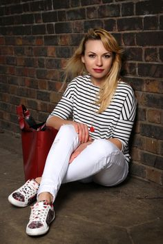 White Jeans outfit + Stripy top, red bag and Acupuncture trainers #fashionblogger #inspirationaloutfit #chicandcheap
