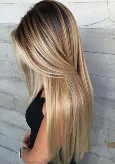 20 Beautiful Blonde Hair Color Trends with Dark Roots in 2018. Explore here the most stunning ideas of blonde hair color shades that you really need to try in these days. You have to know that there are so many different ways that you may choose to update your existing hair colors but the evergreen trends of blonde highlights are really unique for everyone to wear in these days.