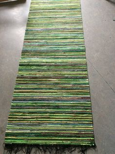 Vantaan Kutojat ry Rag Rugs, Recycled Fabric, Loom Weaving, Rug Making, Woven Rug, Carpet, Crafting, Cushions, Green