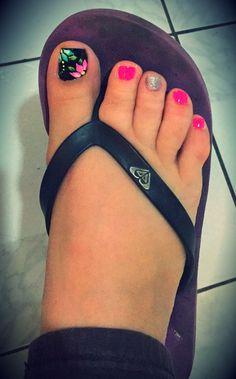 Pink black roses nails , uñas de los pies en negro rosado y rosas