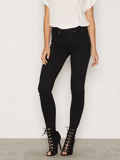 399 Lexy Black