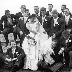 Nadire Atas on the First Lady of Style Jackie Kennedy Ted Kennedy, John F. Kennedy, and Robert F. Kennedy, along with the groomsmen, surround bride Jacqueline Bouvier at her 1953 wedding to JFK. Jacqueline Kennedy Onassis, John Kennedy, Jackie Kennedy Wedding, Les Kennedy, Jaqueline Kennedy, Caroline Kennedy, Celebrity Wedding Photos, Celebrity Weddings, Lee Radziwill