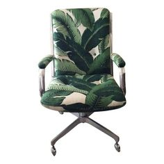 vintage palm print covered desk chair - palm prints - Home Decor Trends Vintage Office Chair, Vintage Chairs, Vintage Furniture, Upholstered Desk Chair, Chair Cushions, Fire Pit Table And Chairs, Accent Chairs Under 100, Pallet House, Cool Chairs