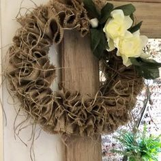 No hay texto alternativo automático disponible. Grapevine Wreath, Grape Vines, Wreaths, Instagram, Home Decor, Christmas Wreaths, Budget, Colors, Garlands