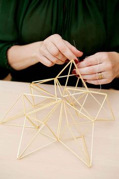 kuva Maquette Architecture, Architecture Model Making, Origami Architecture, Architecture Design, Beaded Christmas Ornaments, Handmade Ornaments, Stylo 3d, Geometric Sculpture, Wedding Props