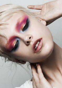 Please Magazine | David Ferrua Smoked eyes Pink red orange shadow Makeup Editorial makeup Makeup artist Beauty concept