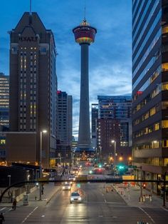 Calgary is one of those cities with top-shelf photography locations that are going to rev up your social media feeds. Canadian Travel, Canadian Rockies, Yosemite National Park, National Parks, Alberta Travel, University Of Calgary, Western Canada, City Aesthetic, Prince Edward Island