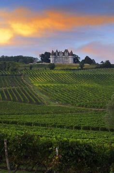 bekend om zijn zoete dessertwijn La Dordogne, France Photography, French Chateau, Photos Du, Vineyard, Beautiful Places, To Go, Architecture, Castles