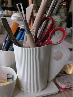 J'M les céramiques de Fanny LAUGIER surtout son travail sur le carton ondulé