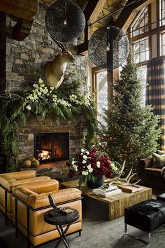 Chalet Chic Interiors – Modern Mountain Ski Lodge Decor, Tips, Ideas & Inspirati… Chalet Chic Interiors – Modernes Mountain Ski Lodge Dekor, Tipps, Ideen & [. Chalet Chic, Chalet Style, Christmas Lodge, Magical Christmas, Christmas Trees, Merry Christmas, Rustic Christmas, Christmas Decorations, Christmas Cactus