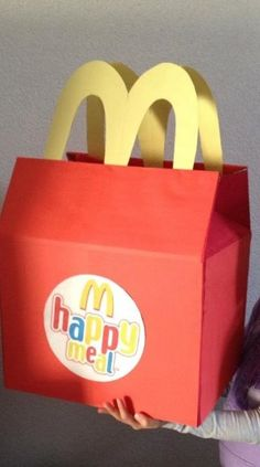 original and funny ideas also to buy - Mamal Liefde. Mcdonalds Birthday Party, 4th Birthday Parties, Valentine Day Boxes, Valentines For Kids, Diy Crafts To Do, Cute Crafts, Happy Meal Box, Halloween Class Party, Easter Activities