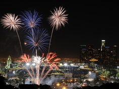 Fireworks Over Los Angeles HD Wallpaper on MobDecor http://www.mobdecor.com/b2b/wallpaper/219692-fireworks-over-los-angeles