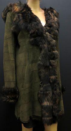 Krásný khaki kabát z pravé kožešiny - beránek/ovčina Fur Coat, Jackets, Fashion, Down Jackets, Moda, Fashion Styles, Jacket, Fasion, Fur Coats