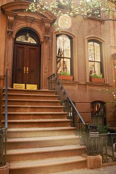 66 Perry St., New York, NY | Carrie Bradshaw's apartment