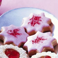 raspberry stars - Recipes - Free, Easy and Delicious ideas Pastry Recipes, Baking Recipes, Cookie Recipes, Cookies Roses, Cake Cookies, German Baking, Mini Pastries, Pastry Design, Star Food