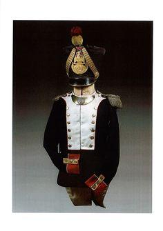 Un habit-vest BARDIN du 1er de Ligne (Officer des Voltigeurs). Avec un shako du 79e de Ligne.