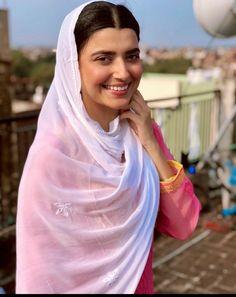 Punjabi Girls, Punjabi Suits, Nimrat Khaira, Dress Indian Style, Embroidery Suits, Indian Fashion, Actors & Actresses, Desi, Outfits