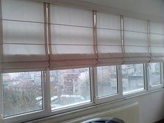 Katlamalı perde; tül veya güneşlik kumaşı uygulanabilen mekanizmalı bir perde sistemidir. Katlamalı perdeler, ışığın yanı sıra özellikle sıcaklık denetiminde etkili bir çözümdür. Katlamalı perde aralarında metal çubuk kullanılabilir veya çubuk kullanılmayan ve doğal bir şekilde üst üste yığılan katlamalı perdelerde mevcuttur. Bu perdeye pilise veya doğal katlamalı perde denmektedir. Katlamalı perdeler genelde iple veya zincirle konumu ayarlanır, plastik veya metal zincirler tercih…