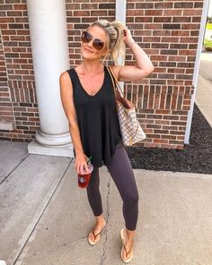 47 Top Legging Outfits Ideas For Beautiful Women To Copy Asap Source by wikfashion mom outfits Sporty Outfits, Casual Summer Outfits, Spring Outfits, Summer Leggings Outfits, Summer Travel Outfits, Cute Legging Outfits, Chic Outfits, Ladies Outfits, Gym Outfits