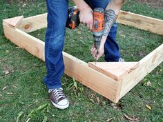 How to Build a Covered Sandbox | how-tos | DIY