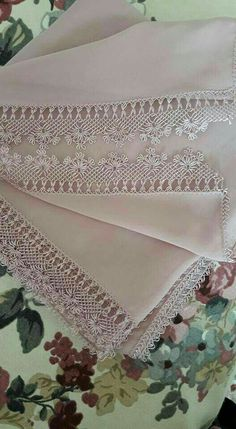 This Pin was discovered by Şeh Needle Lace, Needle And Thread, Hand Embroidery Patterns, Embroidery Designs, Knit Shoes, Turkish Art, Point Lace, Knitted Shawls, Knitting Socks