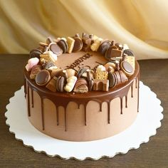 Erdnussbutter-Schokoladen-Torte Food and Drinks – Cake - New ideas Chocolate Cake Designs, Chocolate Drip Cake, Chocolate Recipes, Chocolate Ganache, Bolo Drip Cake, Drip Cakes, Strawberry Layer Cakes, Strawberry Filling, Strawberry Lemonade