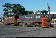 Net Photo: SP 2641 Southern Pacific Railroad EMD at Torrance, California by Joe Blackwell Electric Locomotive, Diesel Locomotive, Model Trains Ho Scale, Torrance California, Union Pacific Railroad, Railroad Photography, Old Trains, Train Pictures, Steamers