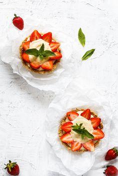Mini tarty z kremem i musem truskawkowo- rabarbarowym wg Karoliny ze Slow Food Youth