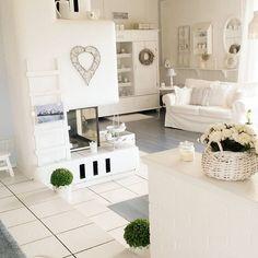 Daggis è un ottima cuoca, è amante del bianco infatti la sua casa è prettamente total-white, e ama anche curare il suo splendido giardino...