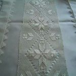 This Pin was discovered by İfa Needle Lace, Needle And Thread, Bargello, Needlework, Diy And Crafts, Quilts, Blanket, Sewing, Bed